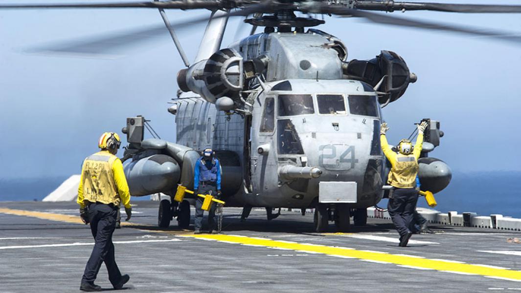 Американскийвертолет CH-53.