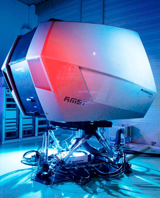 Тренажер для подготовки пилотов компании AMST