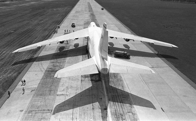 "Транспортный самолет Ан-124 ""Руслан"", 1985 год."