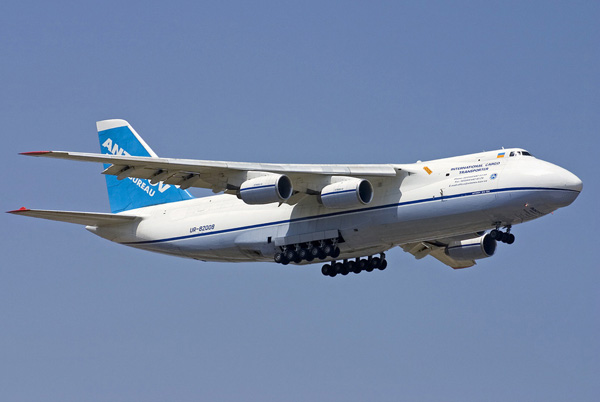 Самолет Ан-124 «Руслан» созданный в СССР.  Генеральный конструктор Антонов О.К., главный конструктор Балабуев П.В.
