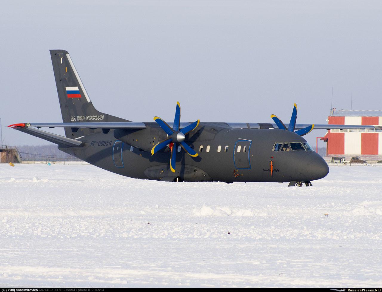 Совершавший перелет в состав Морской авиации Тихоокеанского флота самолет Ан-140-100 (регистрационный номер RF-08854, заводской номер 16А011) во время промежуточной посадки в Толмачево (Новосибирск), 12.02.2017.