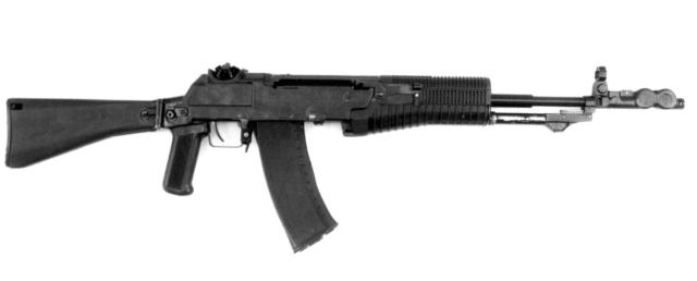 Автомат Никонова АН-94<br>Калибр — 5,45 мм, длина — 946/728 мм, вес — 3,9 кг, магазин — 30 патронов, практическая скорострельность — 30–100 выстрелов в минуту.