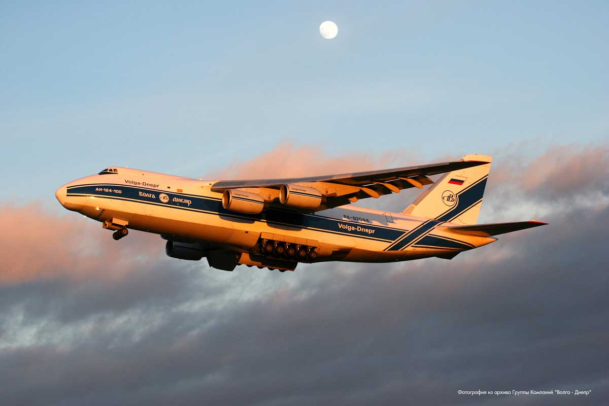 Самолет Ан-124.