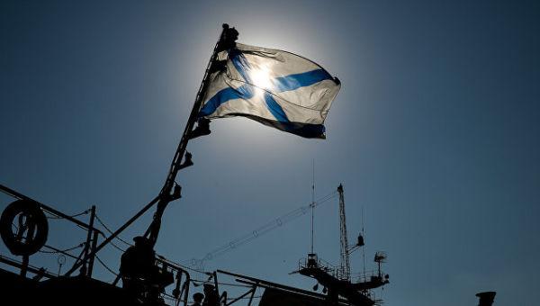 Андреевский флаг на одном из кораблей Черноморского флота РФ на военно-морской базе в Севастополе. Архивное фото