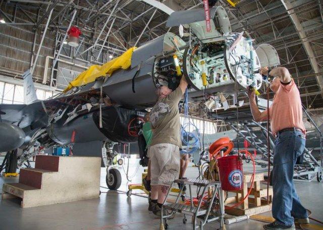 Интеграция РЛС APG-83 SABR на истребитель F-16 для испытаний.
