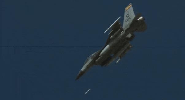 Пуск УР APKWS с борта истребителя F-16.