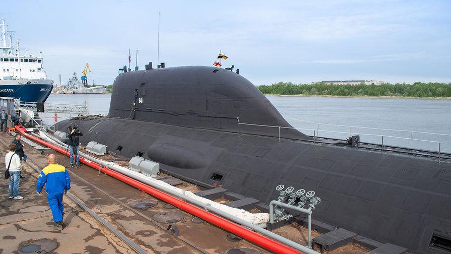 """Первая многоцелевая атомная подводная лодка (АПЛ) проекта """"Ясень"""" К-560 """"Северодвинск"""" у причала оборонной судоверфи """"Севмаш"""" в Северодвинске."""