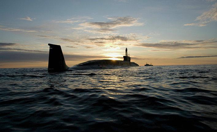 """Атомная подводная лодка (АПЛ) """"Юрий Долгорукий"""" во время ходовых испытаний летом 2009 года."""
