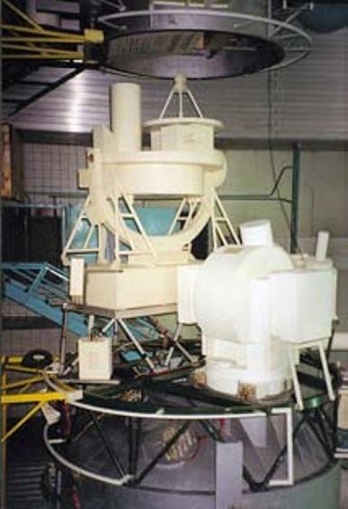 """Аппаратура """"Пион-К"""" (на переднем плане) и """"Лира"""" (на заднем плане) на макете модуля """"Спектр"""". Фото К. Лантратова из архива журнала """"Новости космонавтики"""""""