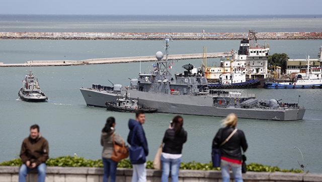 Аргентинский корабль Comandante Espora отправляется с военно-морской базы в Мар-дель-Плата на поиск субмарины Сан-Хуан. 18 ноября 2017.