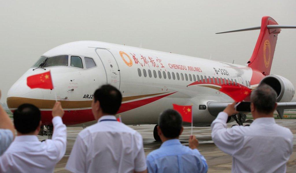 Представление самолета ARJ21.