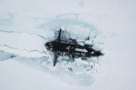 Арктическая экспедиция «Умка-2021» подтвердила готовность российских подводников к скрытному развертыванию и нанесению массированного ракетного удара. Фото с сайта www.mil.ru