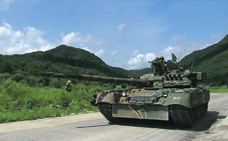 Армия Республики Корея активно осваивает основные боевые танки Т-80У. Кадр из видео с канала K force tv на Youtube