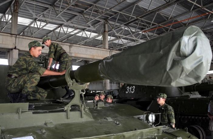 4-я гвардейская военная база ВС России в Южной Осетии. Выполняет задачу по поддержанию мира в отношениях ЮО и Грузии. Военнослужащие 4-й военной базы обслуживают бронетехнику.