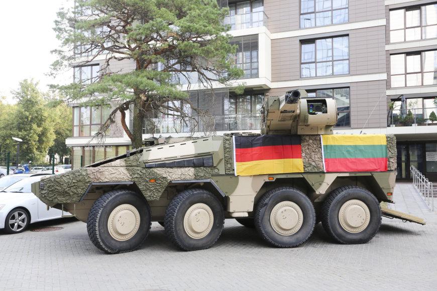 Планируемый к закупке Литвой бронетранспортер ARTEC GTK Boxer в конфигурации PuBo с необитаемой башней KMW RCT-30, во время демонстрации в Вильнюсе. Сентябрь 2015 года.