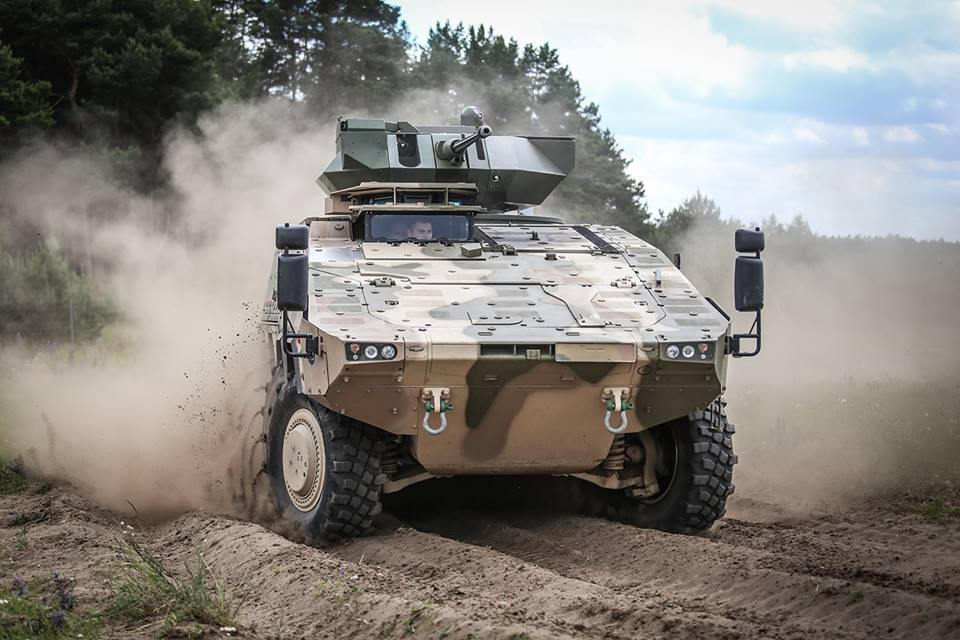 Опытный образец планируемого к приобретению Литвой колесного бронетранспортера ARTEC GTK Boxer с оснащением модифицированным боевым модулем Samson Mk 2 во время демонстрации на германском полигоне в Клице, 22.06.2016.
