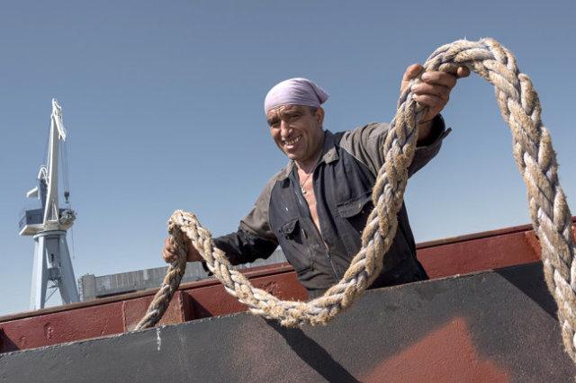 Астраханские верфи, еще недавно стоявшие без заказов, сегодня дают работу корабелам.