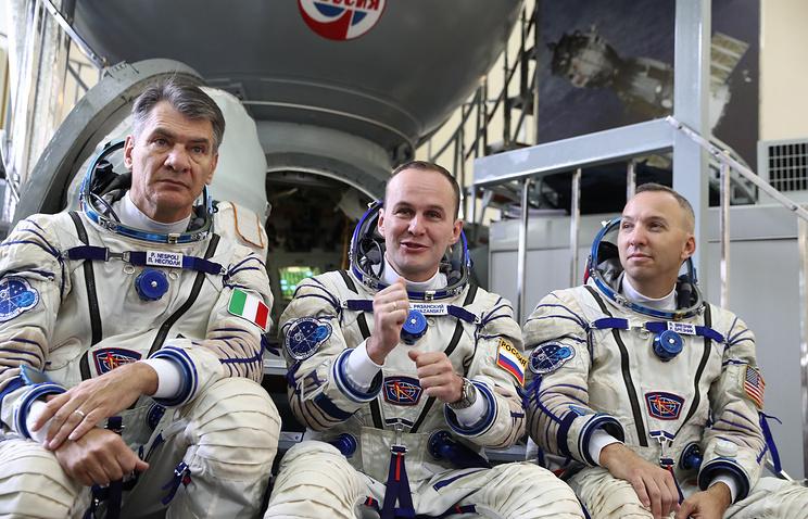 Астронавт ЕКА Паоло Несполи, космонавт Роскосмоса Сергей Рязанский и астронавт NASA Рэндолф Брезник (слева направо).