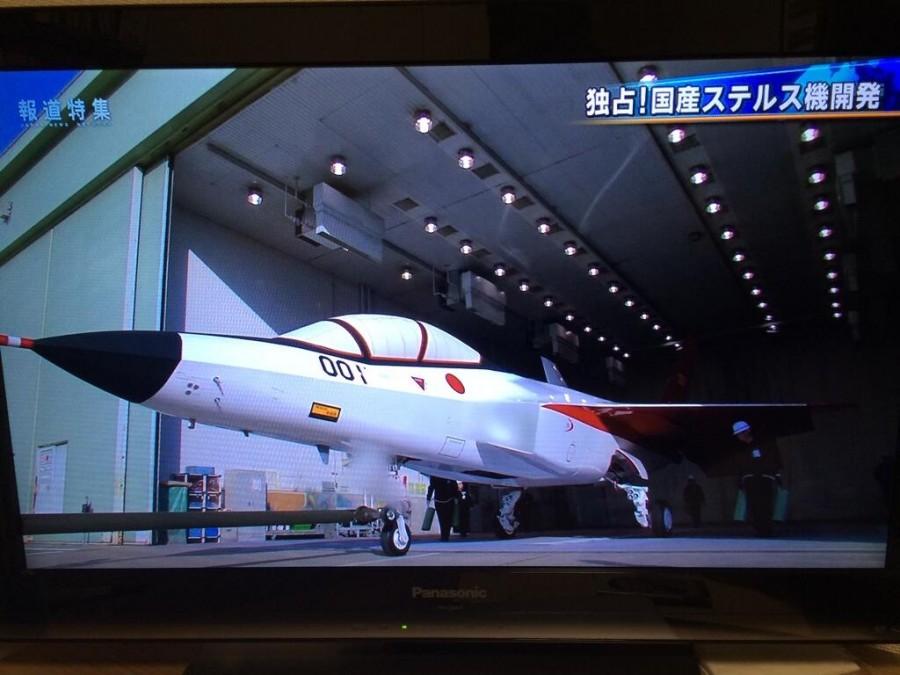 Кадр выкатки из репортажа японской телекомпании TBS о программе японского демонстратора перспективного истребителя пятого поколения ATD-X. 08.05.2014.