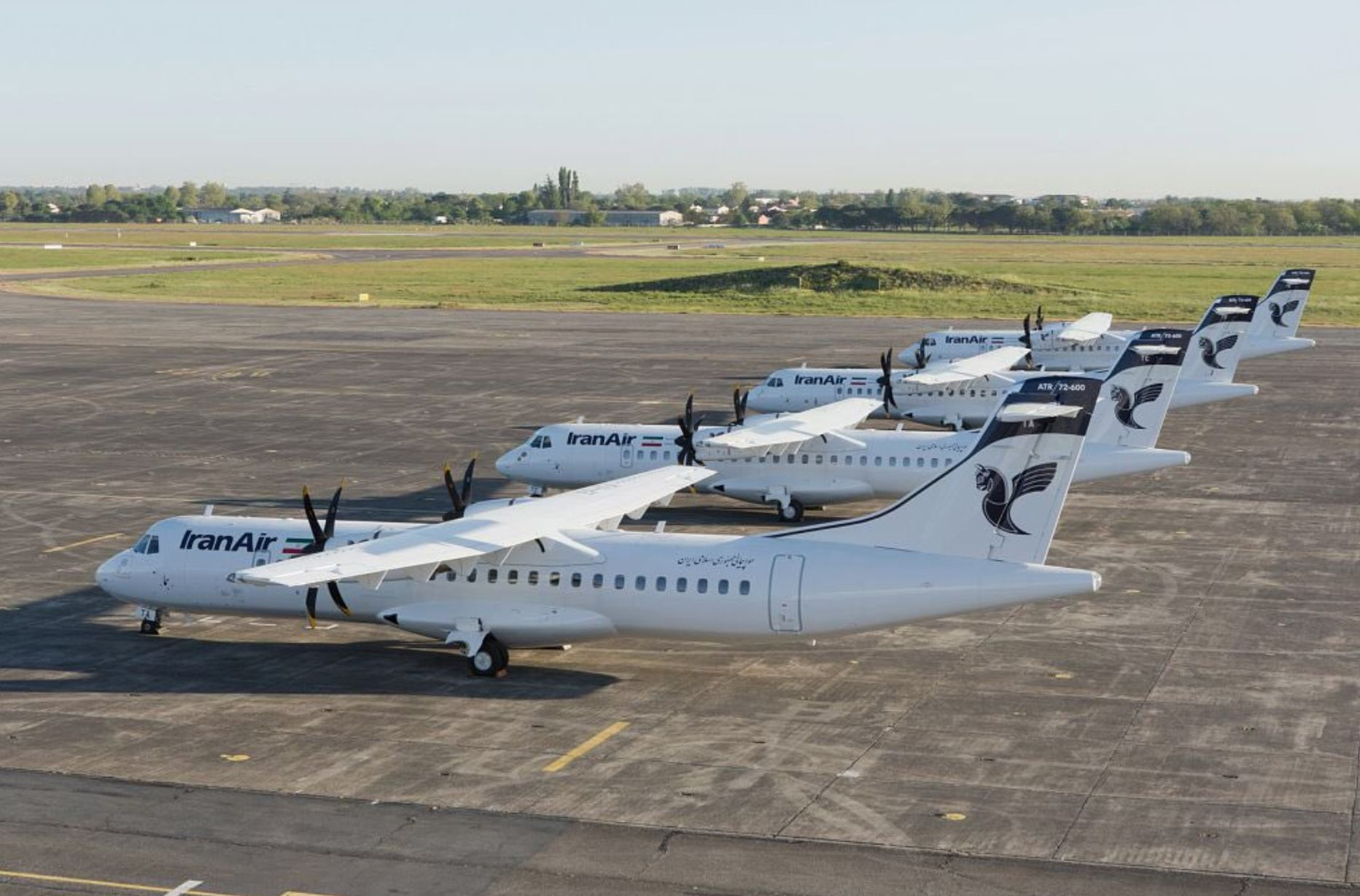 Первые четыре региональных турбовинтовых пассажирских самолета ATR 72-600, полученные иранской авиакомпанией Iran Air по контракту 2016 года на 20 таких самолетов. 16.05.2017.