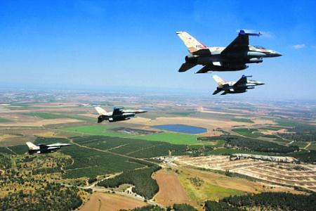 """Авиация Израиля первоначально действовала на средних и больших высотах, опасаясь ПЗРК боевиков """"Хезболлы"""". Фото с сайта www.idf.il"""