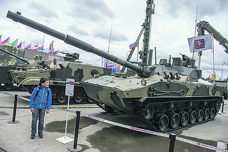 Авиадесантируемый, плавающий, вооруженный мощной 125-мм пушкой, «Спрут-СДМ1» прекрасно подходит на роль легкого горного танка. Фото РИА Новости
