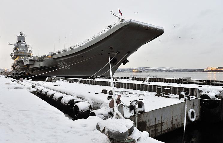 """Авианесущий крейсер """"Адмирал Кузнецов"""" на 35-м судоремонтном заводе."""