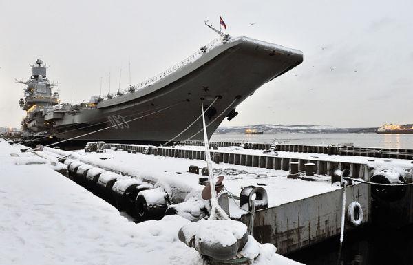 """Авианесущий крейсер """"Адмирал Кузнецов"""" на 35-м судоремонтном заводе"""