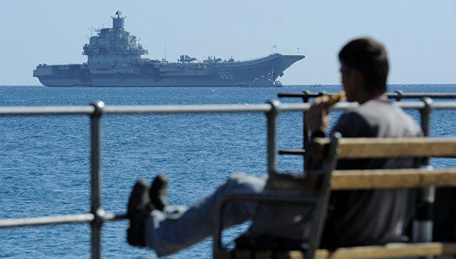 Авианосец Адмирал Кузнецов в Средиземном море.