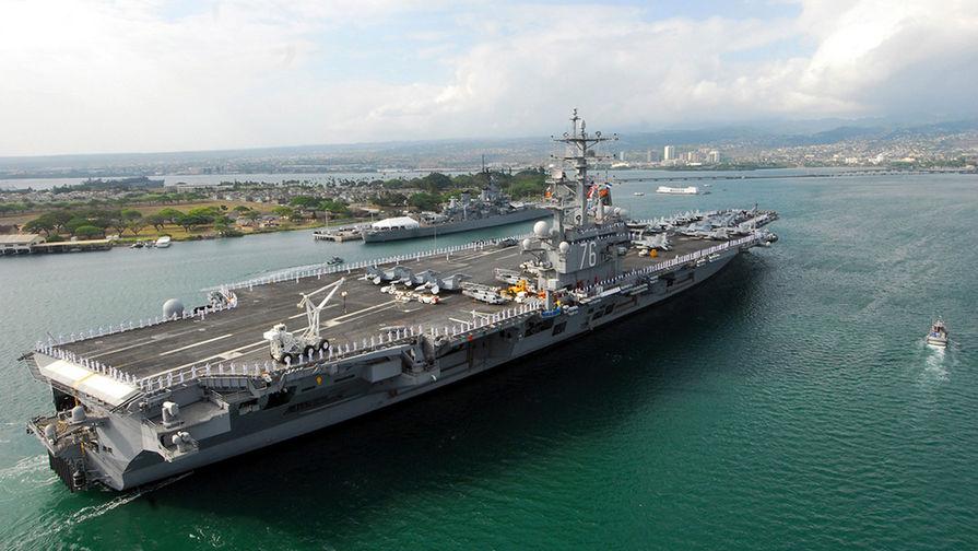 """Авианосец """"Рональд Рейган"""" в Перл-Харборе, Гавайи."""