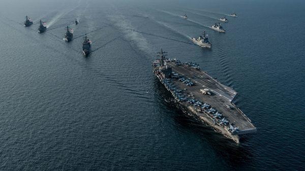 Авианосная ударная группа ВМС США во главе с атомным авианосцем Ronald Reagan во время совместных учений с кораблями Южной Кореи Invincible Spirit
