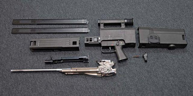 Автомат G11 под безгильзовый патрон, неполная разборка