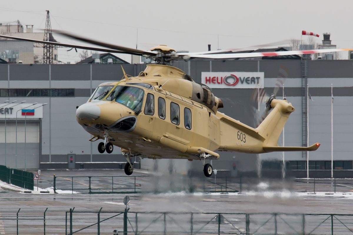 Третий вертолет AgustaWestland AW139 (заводской номер 60003, бортовой номер 603), собранный на совместном предприятии ЗАО «ХелиВерт» в Томилино, в первом полете. 18.03.2014.