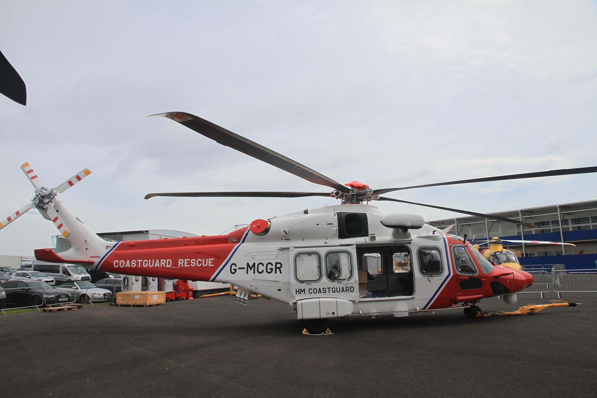 Новый поисково-спасательный вертолет Leonardo-Finmeccanica Helicopter (ранее AgustaWestland) AW189 британской службы поиска и спасения (организуемой компанией Bristow Helicopters). Фарнборо, 09.07.2016.