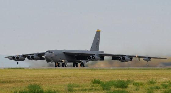 Тяжелый бомбардировщик B-52
