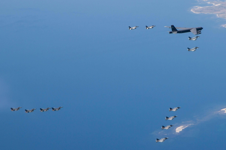 Американский стратегический бомбардировщик Boeing B-52H Stratofortress, совершающий 9 июня 2016 года полет над Балтийским морем в ходе проходящих учений НАТО BALTOPS 2016 и Saber Strike, в эскорте 12 тактических истребителей четырех государств - двух истребителей Eurofighter Typhoon ВВС ФРГ, двух истребителей Lockheed Martin F-16C/D Fighting Falcon ВВС Польши, четырех истребителей Lockheed Martin F-16C Fighting Falcon ВВС США и четырех истребителей Saab JAS-39C/D ВВС Швеции.