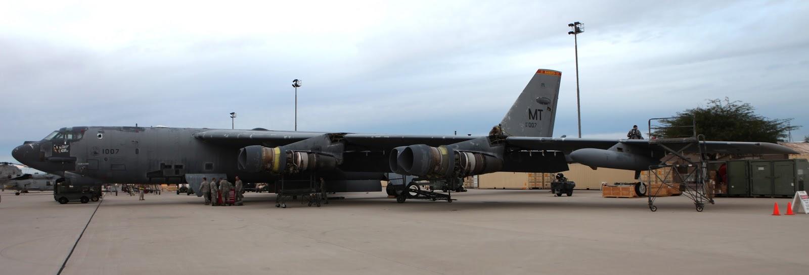 """Подлежащий расконсервации самолет B-52H с серийным номером 61-0007 и прозвищем """"Ghost Rider"""" («Призрачный гонщик»)."""
