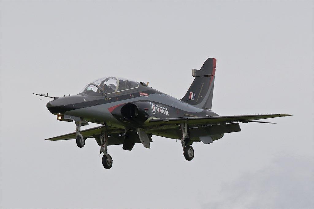 Прототип-демонстратор учебно-боевого самолета BAE Systems Advanced Hawk (британский военный номер ZJ951, серийный номер DT036/ZD001) в первом полете. Вартон (Великобритания), 07.06.2017 .