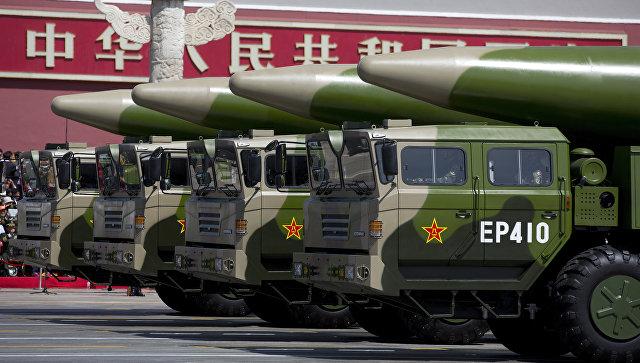 Баллистические ракеты армии Китая во время парада в Пекине, КНР.