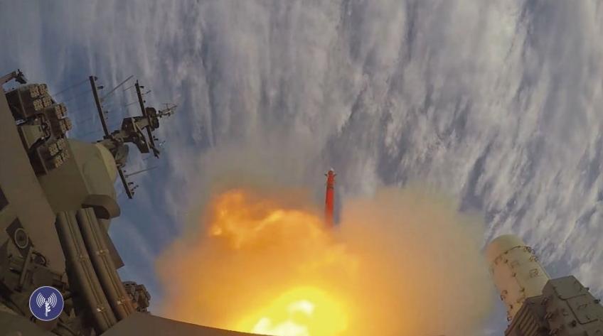 Первый испытательный запуск зенитной управляемой ракеты нового зенитного ракетного комплекса средней и большой дальности IAI Barak 8 с корвета ВМС Израиля Lahav (типа Saar 5). 26.11.2015.