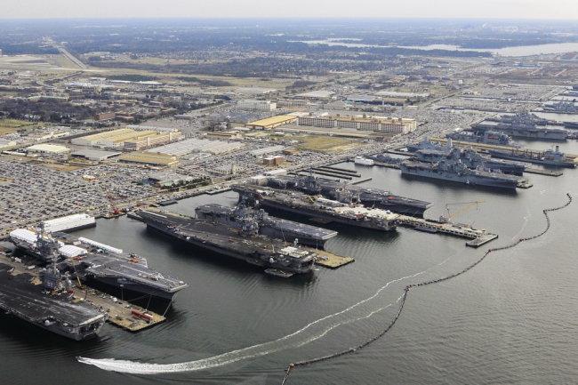 """Главная военно-морская база ВМС США """"Норфолк""""."""