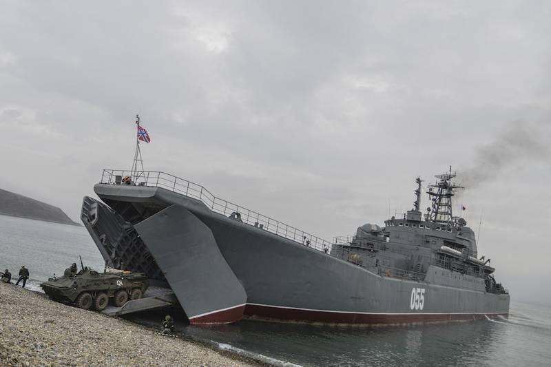 """Большой десантный корабль """"Ослябя"""" Тихоокеанского флота."""