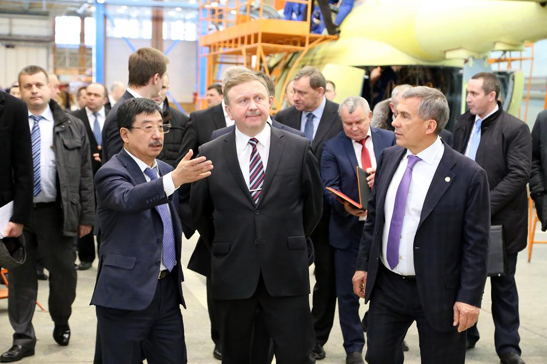 Делегация Республики Беларусь во главе с Премьер-министром Андреем Кобяковым посетила Казанский вертолетный завод (КВЗ).