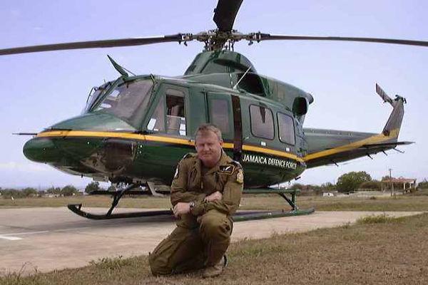 Bell 412 Воздушного крыла Ямайки.