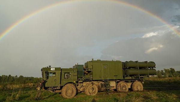 Береговой ракетный комплекс Бал во время подготовки к запуску противокарабельной крылатой ракеты в рамках совместных стратегических учений вооруженных
