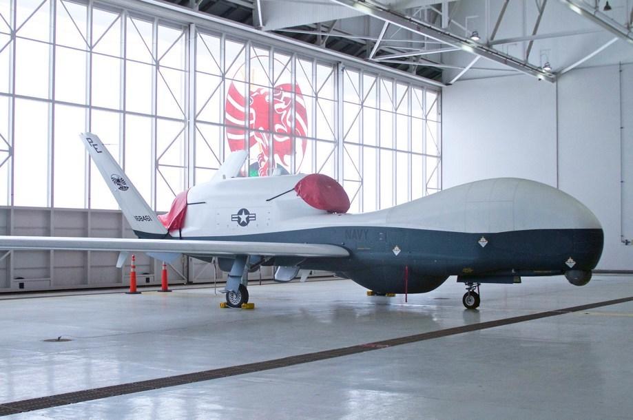 Беспилотник MQ-4C Triton на военной базе Пойнт-Маг.