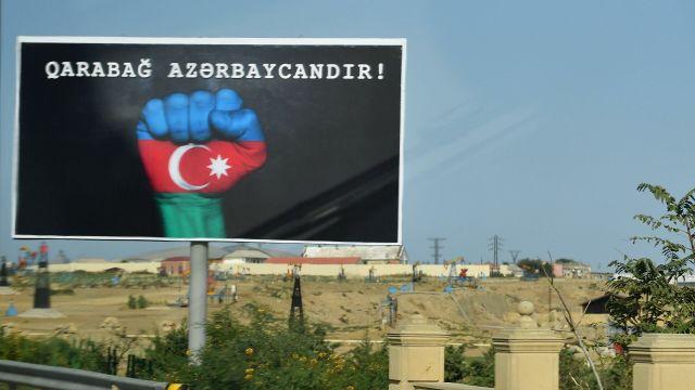"Билборд с надписью ""Карабах Азербайджана"" в Баку"