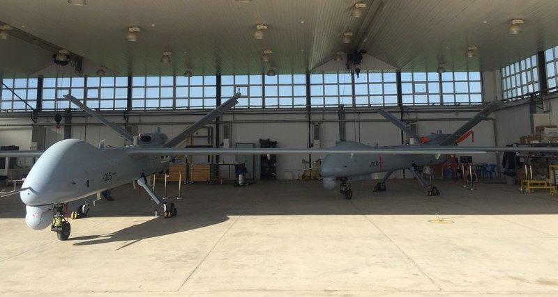 Два ударных беспилотных летательных аппарата Anka-S, впервые оборудованных системой спутникового управления.