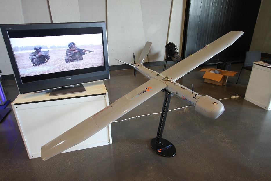 Легкий БЛА Bird Eye 650, созданный концерном IAI в развитие системы Bird Eye 650 предназначен для задач разведки, наблюдения и может применяться в том числе в антитеррористических операциях. 3-килограммовый аппарат, выполненный по схеме «летающее крыло» может выполнять полеты продолжительностью до 15-24 часов, неся на борту разнообразную аппаратуру полезной нагрузки общей массой до 5-6 кг. Несмотря на применение двигателя внутреннего сгорания, БЛА характеризуется низким уровнем акустической заметности. Ришон ле-Цион (Израиль), 18.09.2017.