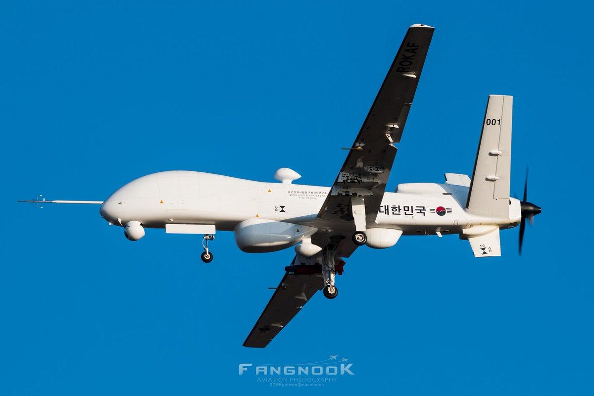 """Первый опытный образец южнокорейского разведывательно-ударного беспилотного летательного аппарата большой дальности KUS-FS (бортовой номер """"001""""), 16.03.2018."""